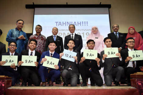 PM makes surprise visit to SAS to celebrate students' outstanding SPM results