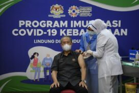 PM Muhyiddin becomes first person in Malaysia to complete COVID-19 vaccine dosage