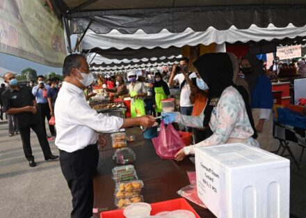 PM Muhyiddin reminds Ramadan Bazaar visitors To adhere to SOPs
